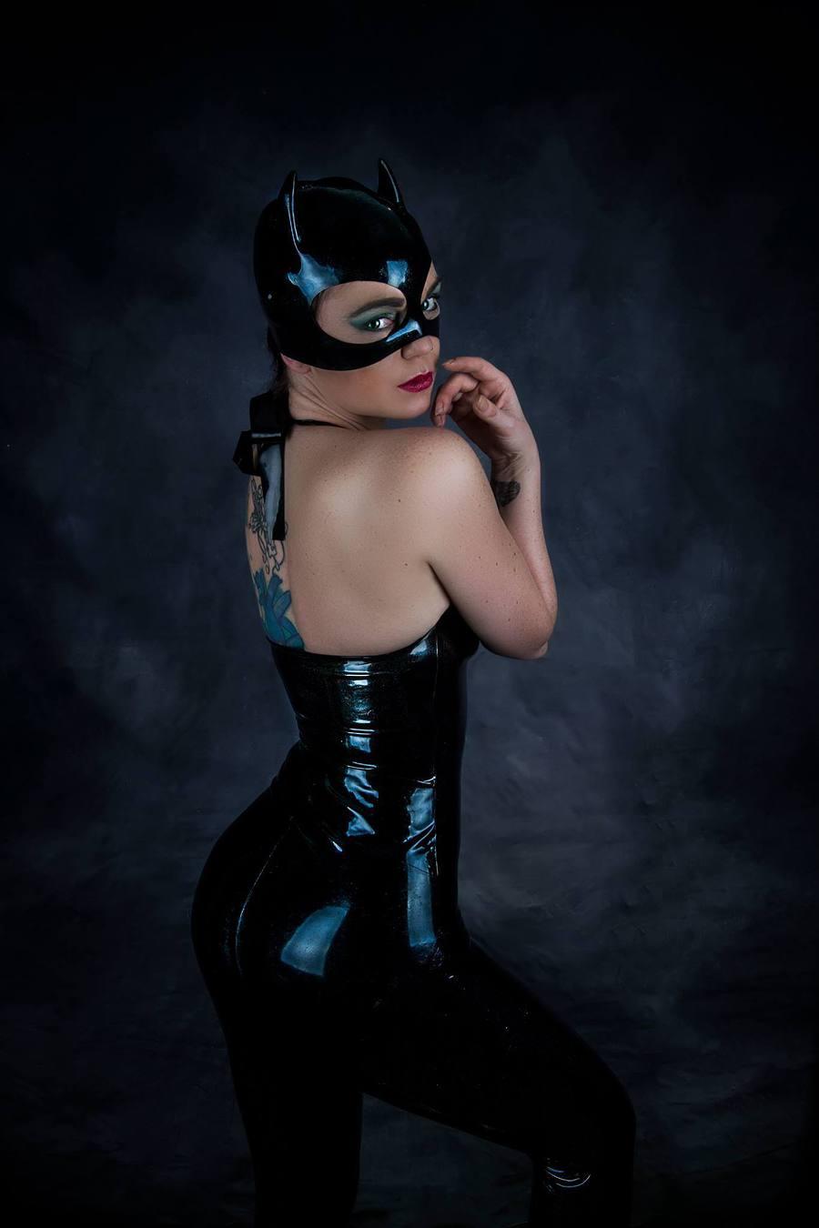 Latex catwoman videoshow fucked tube